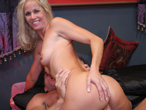 Blonde Mature Chick Loves To Get Fucked